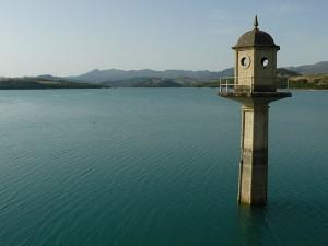 Bermajeles-lake-Granada-embalse-Los-Bermajeles2-300x225